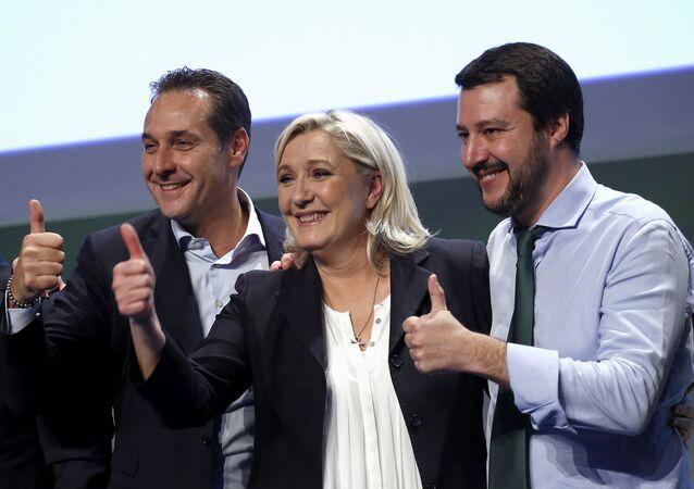 El líder del Partido por  la Libertad, Heinz-Christian Strache,  la líder de Reagrupación Nacional, Marine Le Pen y el líder de ultraderecha italiana, Matteo Salvini
