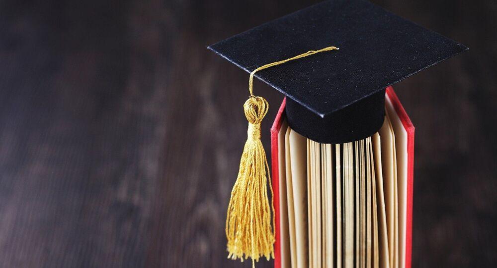 El birrete de un graduado universitario, imagen referencial