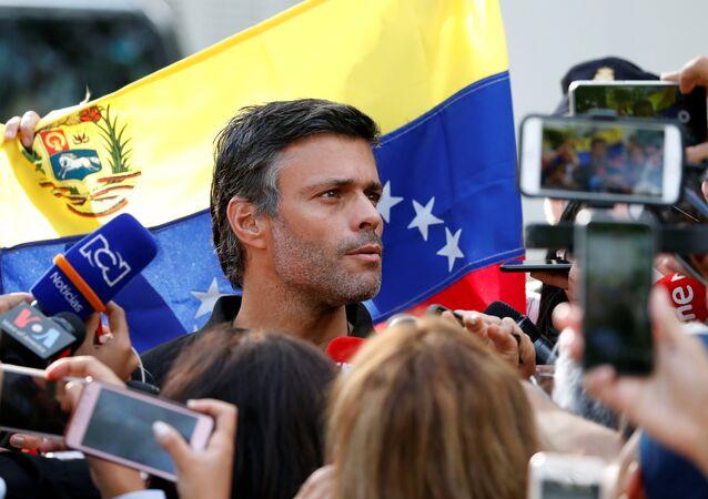 El líder opositor venezolano, Leopoldo López, en la Embajada de España