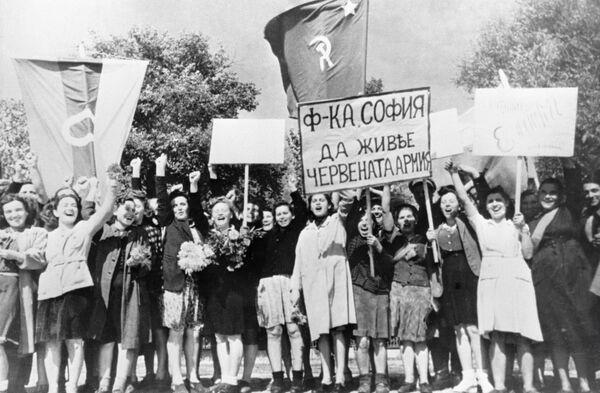 Las pérdidas totales de los países que participaron en la Segunda Guerra Mundial superaron los 71 millones de personas, de las cuales más de 46 millones eran civiles. En la foto: celebración del Día de la Victoria en Sofía (Bulgaria). - Sputnik Mundo
