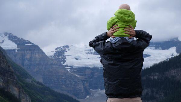 Un padre, imagen referencial - Sputnik Mundo