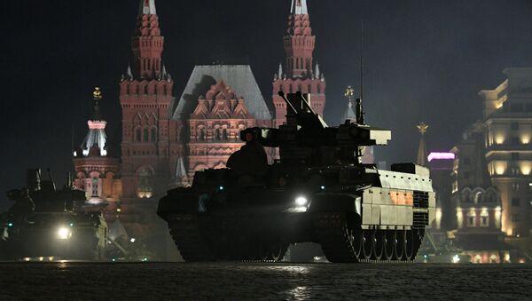 Un vehículo blindado BMPT en la Plaza Roja de Moscú - Sputnik Mundo
