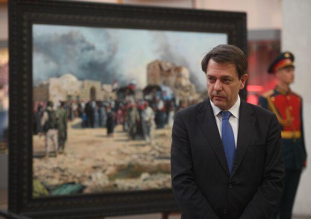 Augusto Ferrer-Dalmau Nieto, pintor español, presenta su cuadro sobre la guerra en Siria