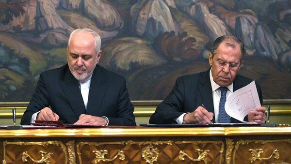 Canciller de Irán, Mohamad Yavad Zarif, y su homólogo ruso, Serguéi Lavrov - Sputnik Mundo