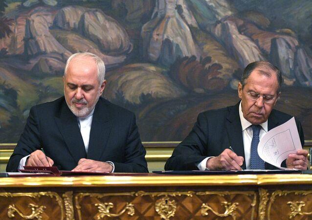 Canciller de Irán, Mohamad Yavad Zarif, y su homólogo ruso, Serguéi Lavrov
