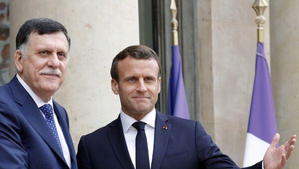 Jefe del Gobierno de Unidad Nacional de Libia, Fayez Sarraj, y presidente francés, Emmanuel Macron - Sputnik Mundo