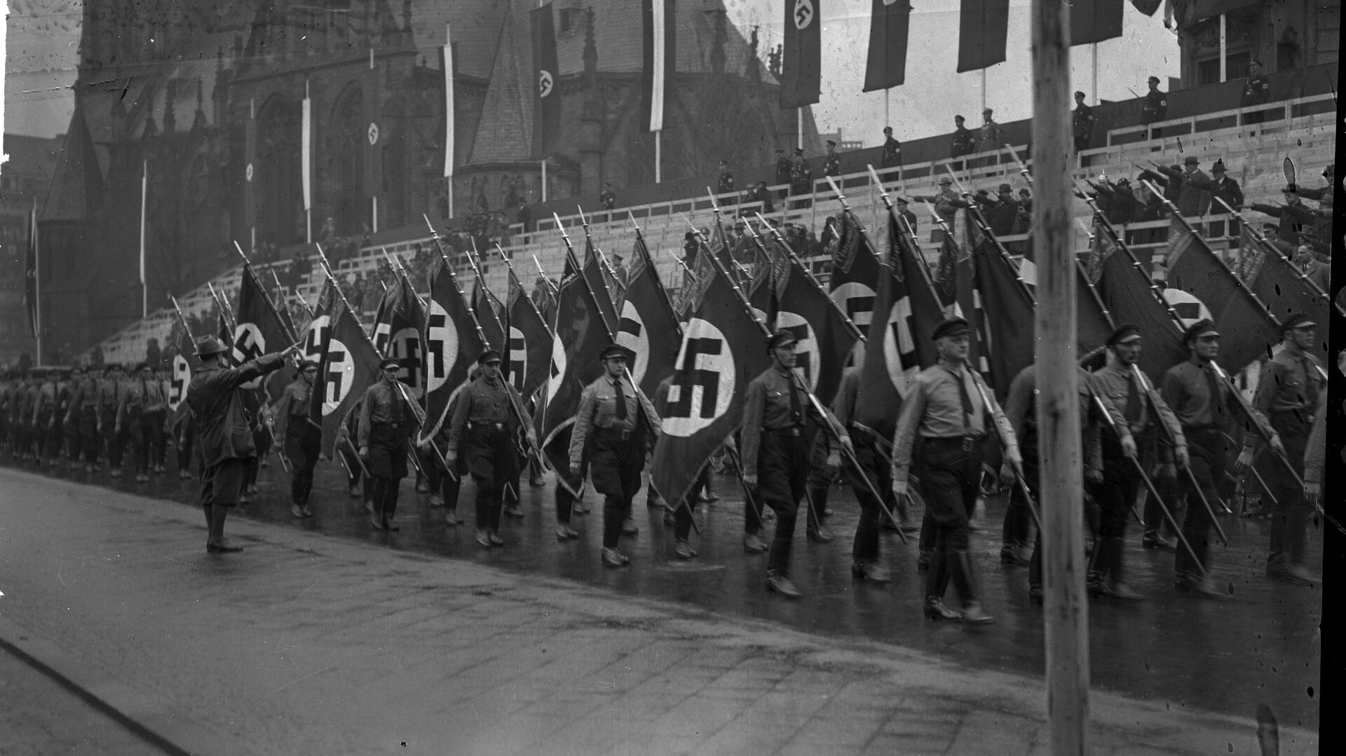 Un desfile militar nazi en Alemania en 1939 - Sputnik Mundo, 1920, 12.04.2021