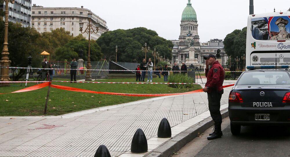 La escena del crimen cerca del Congreso de Argentina, en Buenos Aires, donde fue asesinado un asesor parlamentario y gravemente herido un diputado