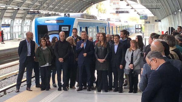 El presidente Mauricio Macri y otras autoridades hablan en la inauguración del viaducto del tren Mitre - Sputnik Mundo