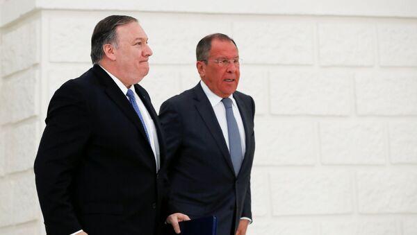 El secretario de Estado de EEUU, Mike Pompeo, y el ministro ruso de Exteriores, Serguéi Lavrov - Sputnik Mundo