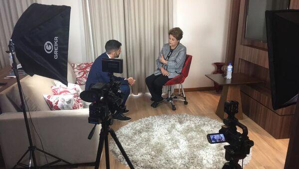 Dilma Rousseff, expresidenta de Brasil, durante la entrevista con el periodista de Sputnik Joan Royo Gual - Sputnik Mundo