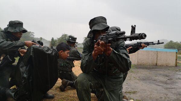 Cadetes de la Academia de la Guardia Nacional Bolivariana, en la cancha de combate en áreas construidas - Sputnik Mundo