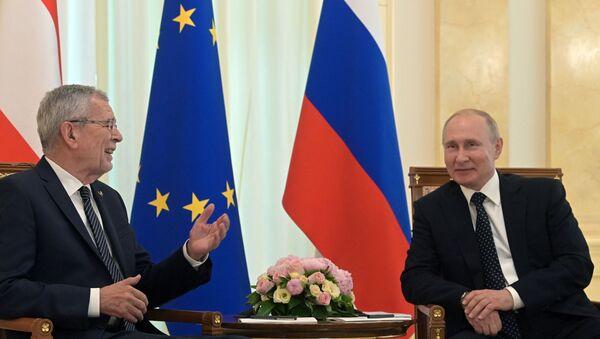 Presidente de Austria, Alexander Van der Bellen, y presidente de Rusia, Vladímir Putin - Sputnik Mundo