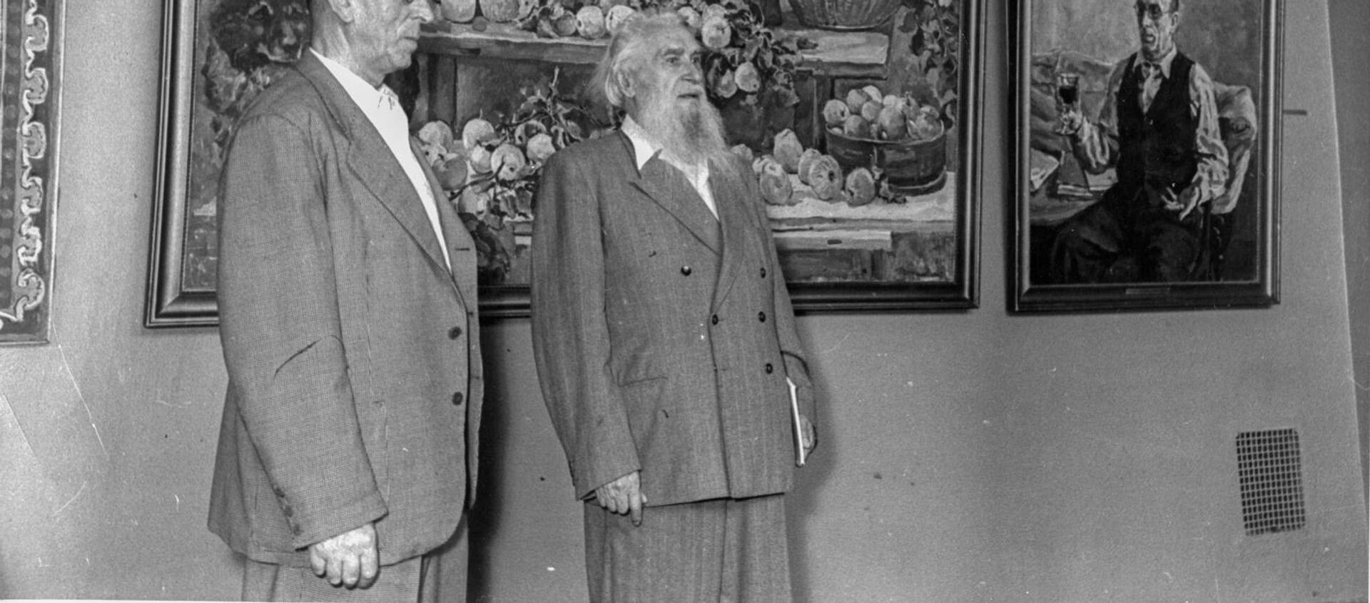 El pintor y escultor español, Alberto Sánchez (izqd) y el escultor ruso, Sergúei Koniónkov - Sputnik Mundo, 1920, 15.05.2019
