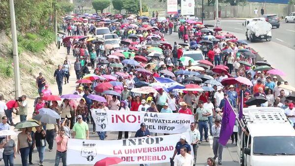 Médicos y maestros continúan las protestas en Honduras - Sputnik Mundo