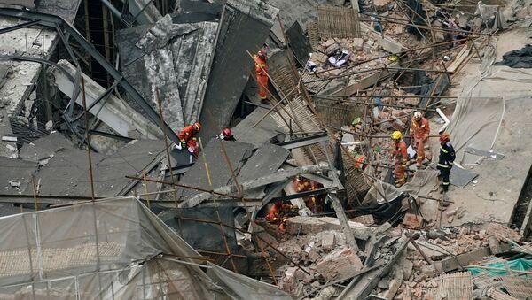 El colapso de un edificio en Shanghái - Sputnik Mundo