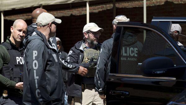 Agentes federales de EEUU tras irrumpir en la embajada venezolana - Sputnik Mundo
