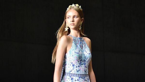 Desde trajes de baño hasta escotes: la Semana de la Moda de Australia, en imágenes - Sputnik Mundo
