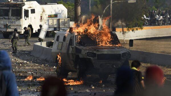 Disturbios en Venezuela el 30 de abril de 2019, el día que el opositor Juan Guaidó lideró la escaramuza contra el presidente Nicolás Maduro en el marco de la llamada 'Operación Libertad' - Sputnik Mundo