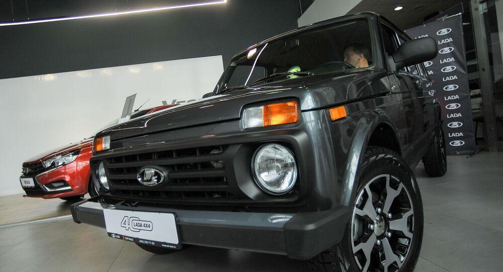 Un auto Lada 4х4