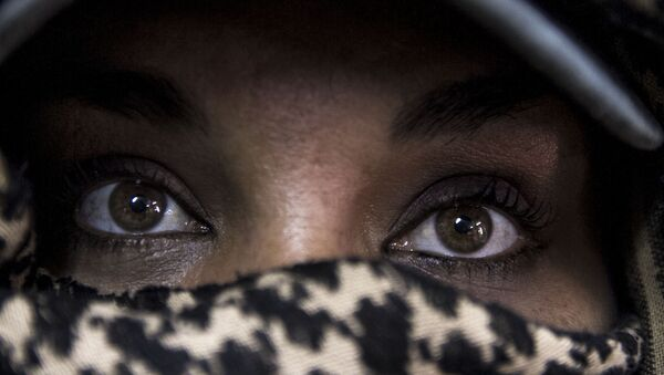 Torreón, Coahuila: Claudia Soto busca a su esposo Isaías Uribe Hernández desaparecido por el Ejército mexicano el 5 de abril de 2009 en Torreón - Sputnik Mundo