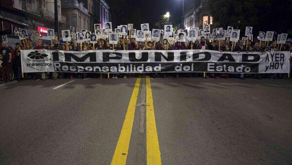 Marcha del Silencio en 2018, en protesta por la impunidad del terrorismo de Estado en Uruguay durante la última dictadura - Sputnik Mundo