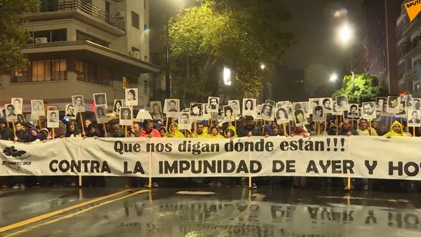 Cuando la lluvia esconde lágrimas: la Marcha del Silencio en Uruguay - Sputnik Mundo