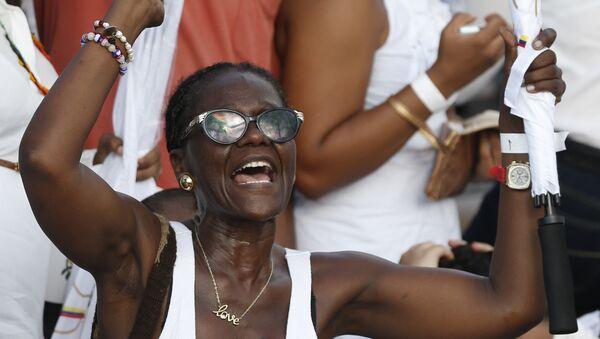 Mujer afrodescendiente celebra Tratados de Paz en Colombia - Sputnik Mundo