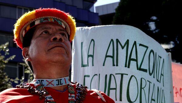 Indígena víctima del daño ambiental causado en la Amazonia ecuatoriana por Texaco (Chevron) - Sputnik Mundo