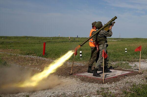 Sistemas antiaéreos innovadores se lucen en el concurso militar ruso 'Cielo despejado' - Sputnik Mundo