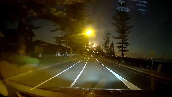 Una impactante 'bola de fuego' ilumina el cielo de Australia - Sputnik Mundo