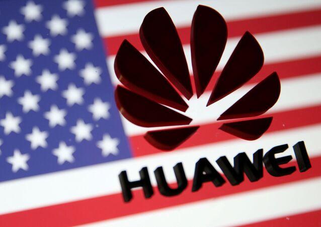 Logo de Huawei en la bandera de EEUU