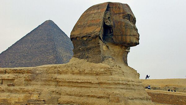 La Gran Esfinge y la pirámide de Guiza (Keops) - Sputnik Mundo