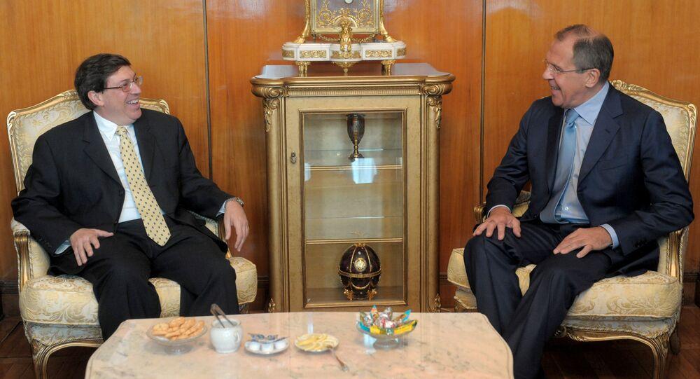 El ministro de Asuntos Exteriores de Cuba, Bruno Rodríguez Parrilla, con su par de Rusia, Serguéi Lavrov