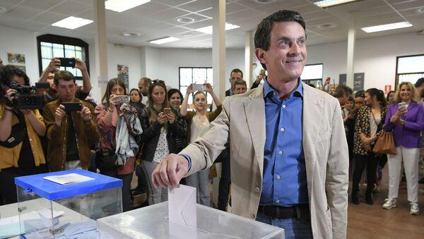 El ex primer ministro francés, Manuel Valls - Sputnik Mundo
