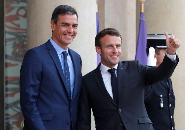 El presidente de Francia, Emmanuel Macron, junto a su homólogo español, Pedro Sánchez