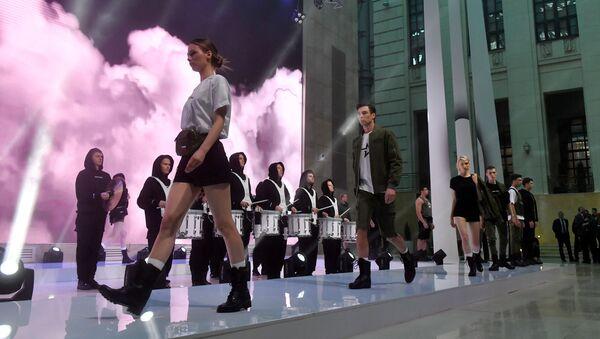 El Ministerio de Defensa ruso alberga un desfile de moda - Sputnik Mundo