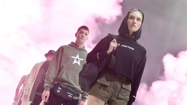 Desfile de la colección de prendas de estilo militar de las marcas Armia Rossii y Black Star - Sputnik Mundo