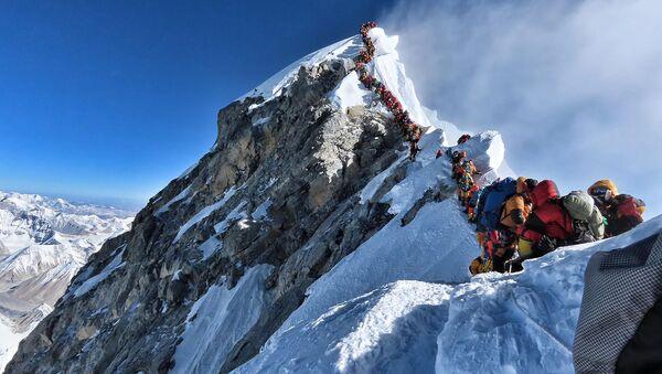 El Everest: el ascenso de la muerte - Sputnik Mundo