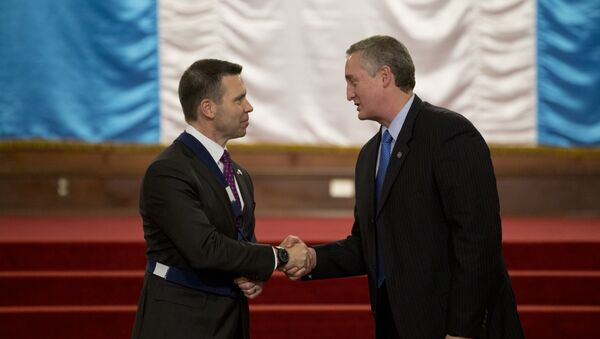 El secretario de Seguridad Nacional de EEUU, Kevin McAleenan (izda.) y el ministro de Gobernación de Guatemala, Enrique Degenhart (drcha.) - Sputnik Mundo