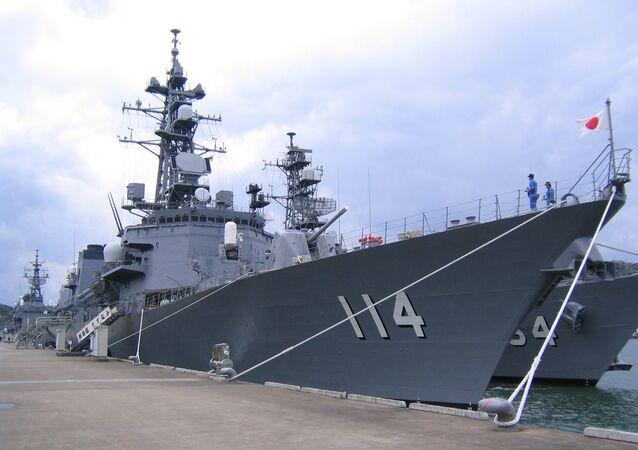 El destructor japonés Suzunami