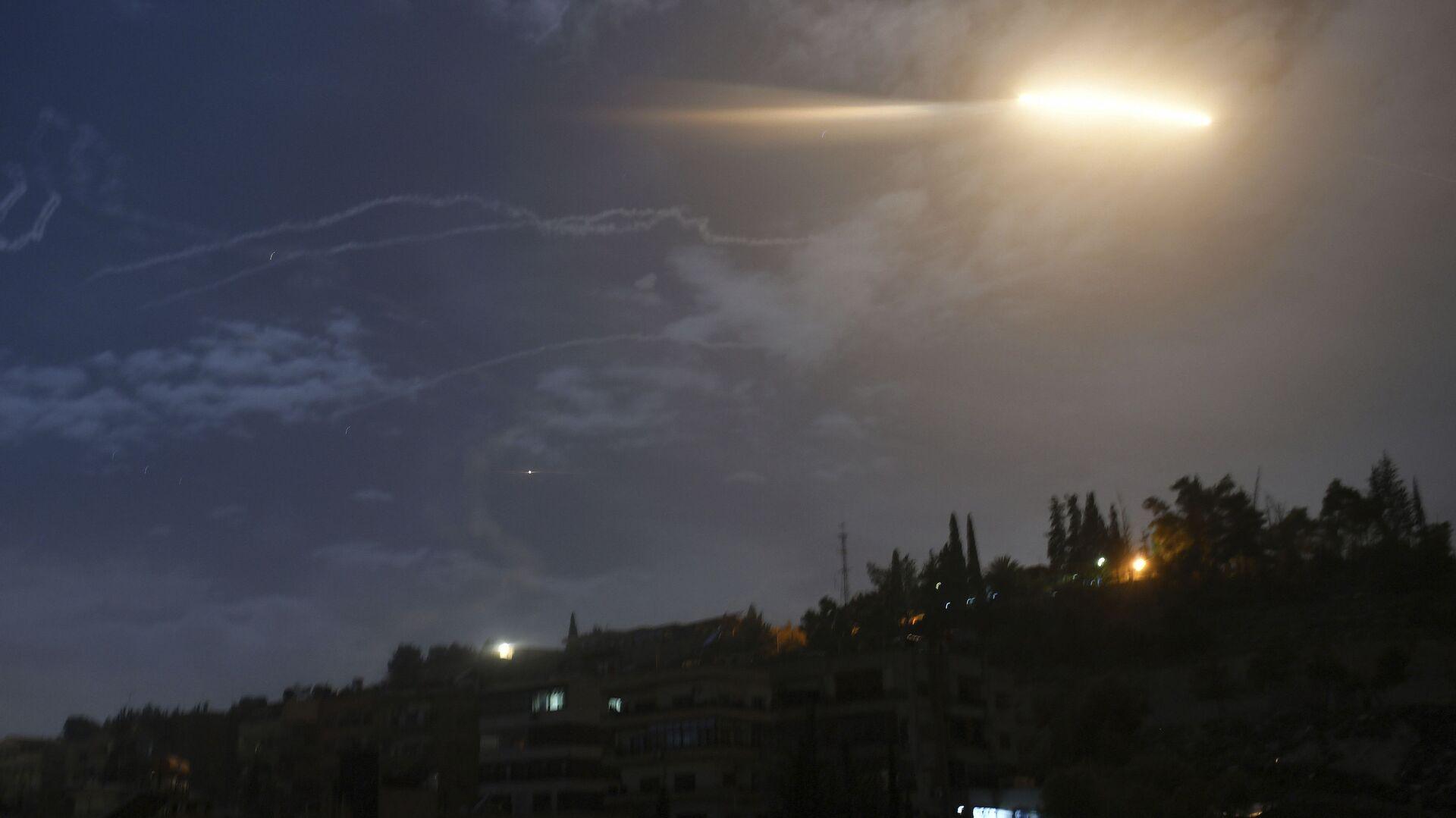 Un misil israelí sobrevuela Siria - Sputnik Mundo, 1920, 22.04.2021