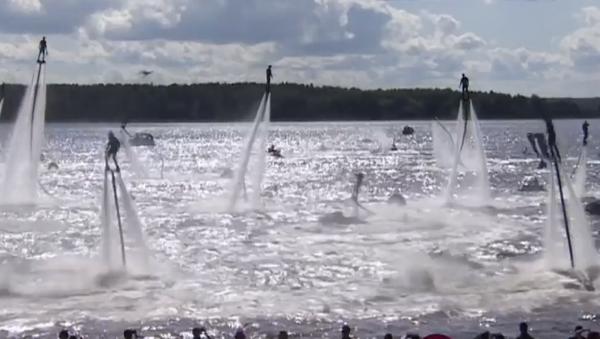 ¡A volar! Entusiastas despegan del Volga en tablas aerodeslizadoras  - Sputnik Mundo