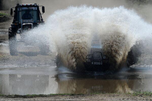 Bizon Track Show, la insólita carrera de tractores que se celebra en el sur de Rusia - Sputnik Mundo