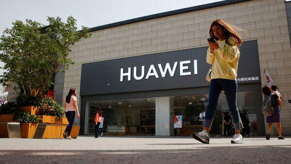 Una tienda de Huawei en Pekín - Sputnik Mundo