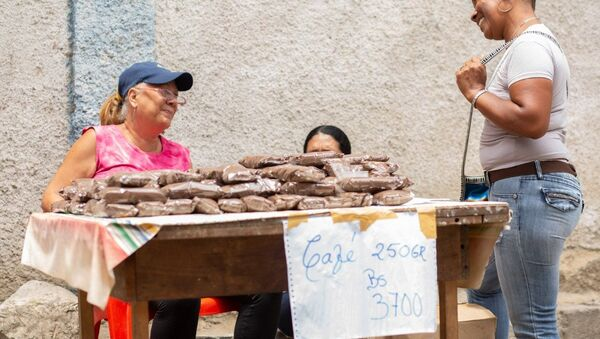 En el mercado de Altos de Lídice, los habitantes de la comuna encuentran maneras de abastecerse a pesar de la guerra económica que acucia a Venezuela - Sputnik Mundo