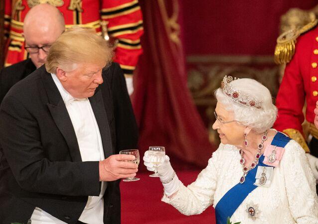 La reina Isabel II y el presidente de EEUU, Donald Trump, durante la visita del mandatario al Reino Unido