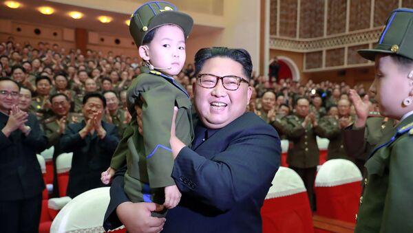 La esperanza de la nación: Kim Jong-un y los niños norcoreanos - Sputnik Mundo