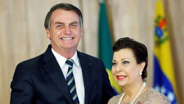 El presidente de Brasil, Jair Bolsonaro, reconoció oficialmente como embajadora de Venezuela a María Teresa Belandria - Sputnik Mundo