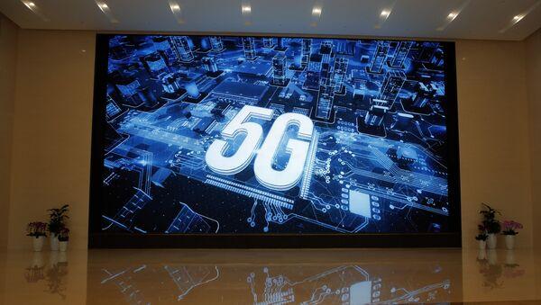 El logo de 5G en la sede de Huawei  - Sputnik Mundo